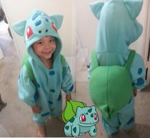 Bulbasaur Cosplay by kitten-cupcake