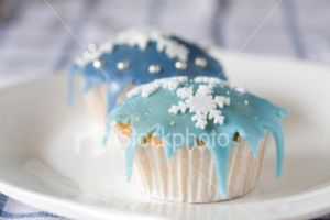 Icing icicles by christmas-cupcakes