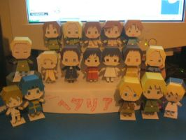 Updated Papercraft people by MidiSaya