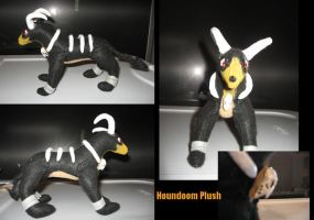 Houndoom Plush by wolvenillusion