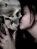 Macabre Kiss by Slaughterose