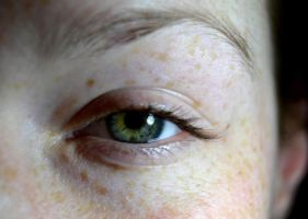 Freckled eye by vixenw