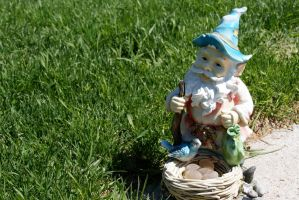 Garden gnome by RtotheYO