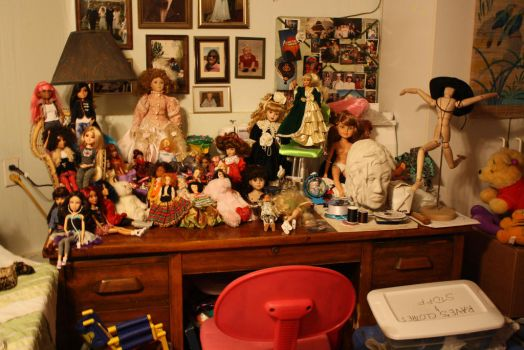 Doll Table by Lilreeper