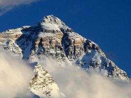 Everest - Close up by Suppi-lu-liuma