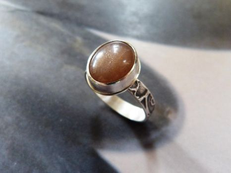 Peach moonstone ring by Kreagora