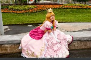 Princess Peach cosplay by PrisCosplay