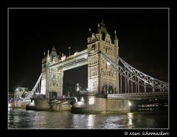 Tower bridge by SmoothEyes
