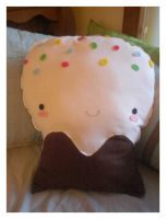 Cupcake Plush by pullmeoutalive