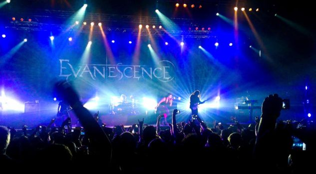Evanescence live in Dubai 5 by 8xhx8