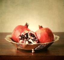 Pomegranate by LaMusaTriste