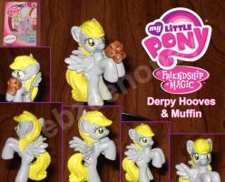 Derpy Hooves and Muffin 1.0 by Stitchfan
