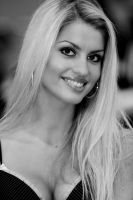 blonde in bw by arzi46
