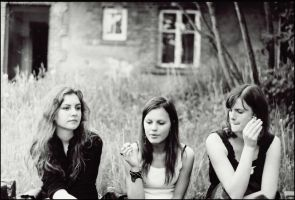 Three Girls and Cigarettes by fal-lal