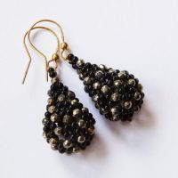 Beaded openwork earrings with onyx and pyrite by Sol89