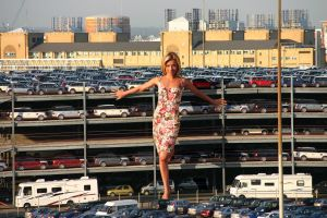Giantess and the carpark by Accasbel
