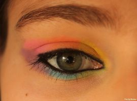 Colorful make-up. by EamyCross