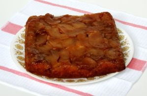 Apple-Cinnamon Upside-Down Cake by Kitteh-Pawz