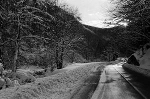 Average winter road by pinyty