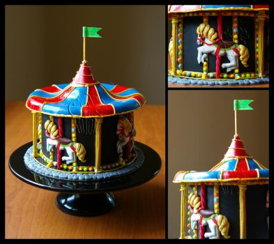 Carousel Display Cake by CakeUpStudio