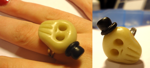 Skull ring by FrozenNote