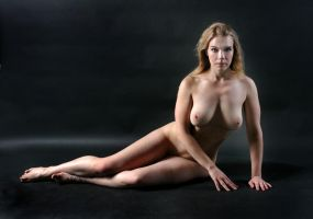 Amber Dove reclining 2 by fineartimages