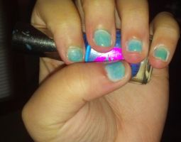Blue and green ombre nails by leafyloo