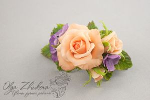 Hairpin machine with roses and hydrangea by polyflowers