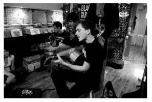 Moneen Acoustic by Schuma