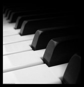 PIANO by davo01