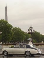 Amour parisien on a rainy day by Monniq