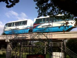 UP Diliman Monorail by guelpacq