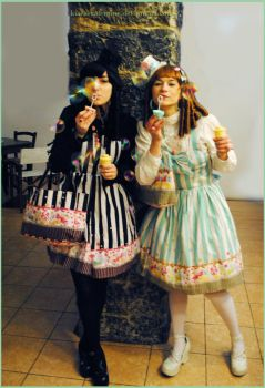 Gothic Lolita - Sweet in twin outfits - Bubbles! by Kiara-Valentine