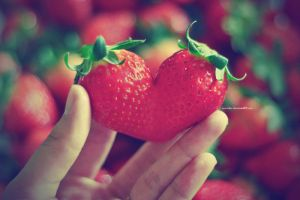 strawberry heart by lisz