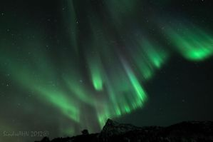 Northern Lights with Valviktinden II by SindreAHN