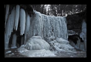 Frozen Waterfall by ArkanumTenebrae