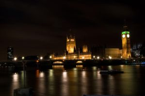London by night 4 by LunaticDesire
