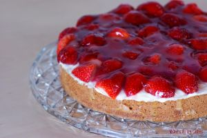 Strawberry-Vanilla-Cake by Cailleanne