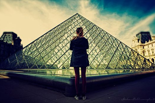 Louvre - reaching the balance by Anahita