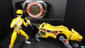 Yellow Ranger with Power Daggers by TheDoctorNerd