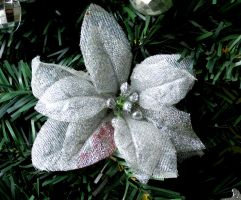 Silver Christmas Flower by Kitteh-Pawz