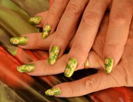 Spring Time Daisy Nails by MayEbony
