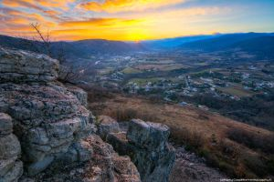 Ouveze's Valley by FemtoGraphy