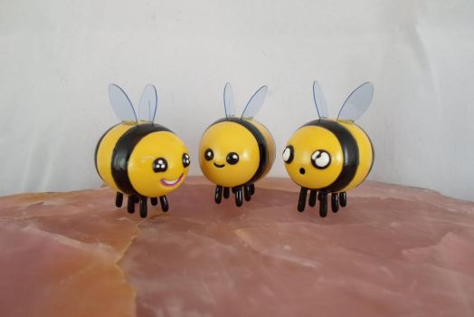 Three Little Bees by DeadHeartMare