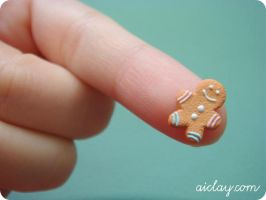 Miniature gingerbread man by Aiclay
