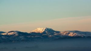 Les Pyrenees Enneigees by Tom-Mosack