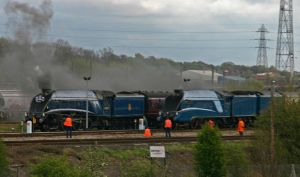 60007 passes behind 4492 by holzernes-herz