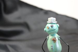 Robot with top hat by sillysarasue