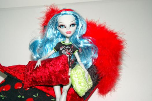 Ghoulia Yelps Monster High Doll Bed 3 by Neko23465