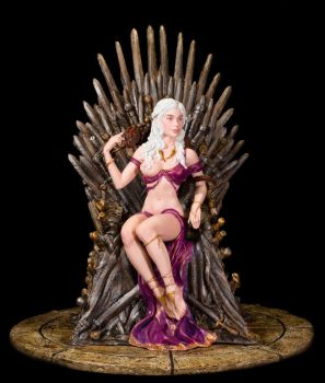 Daenerys on the Iron Throne by sivousplay